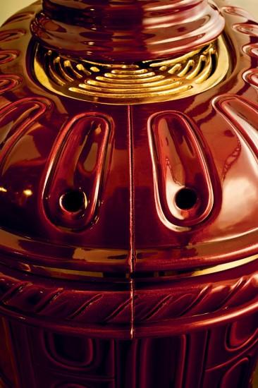 kaminofen-rund-rot-notalgisch-keramik-matilde-di-canossa-detail1