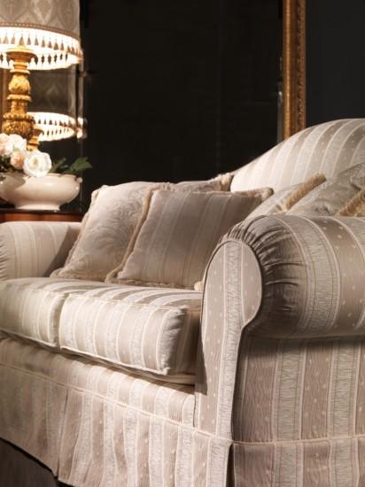 sofa-klassisch-stilmoebel-creme-husse-mario-galimberti-elena