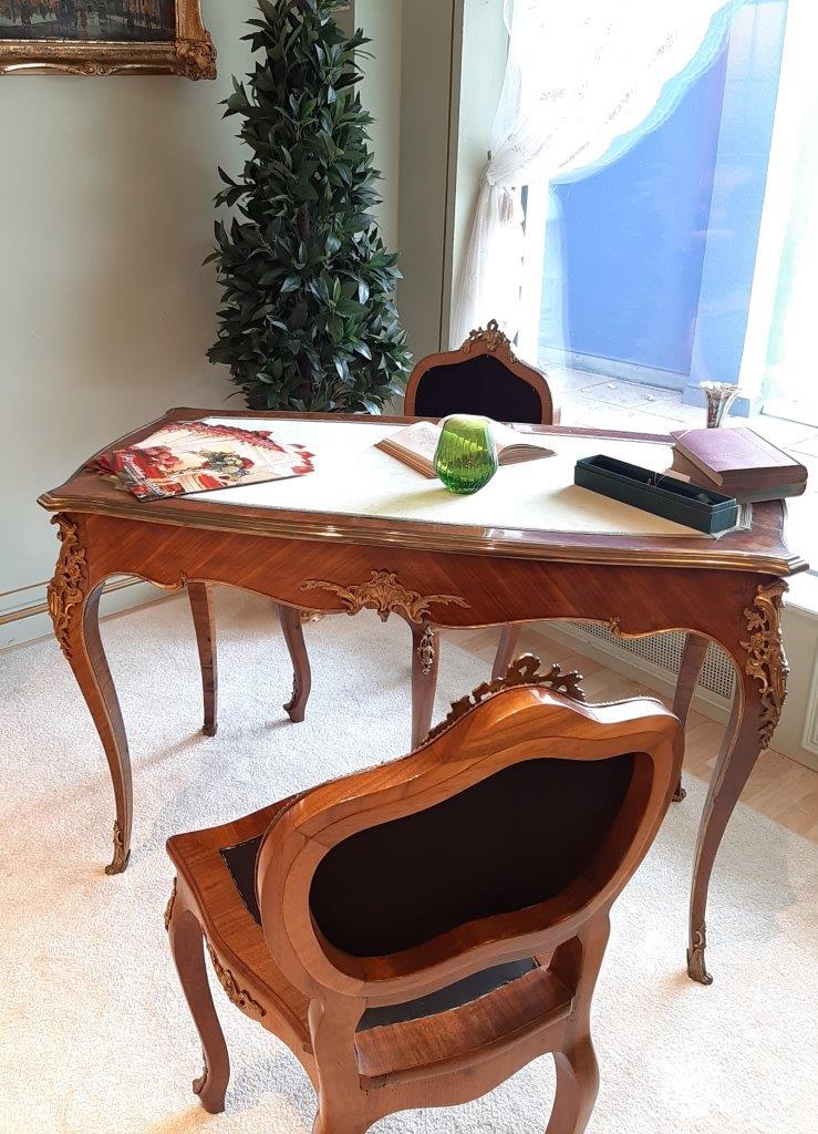 antiker Schreibtisch aus einem Französischem Schloss