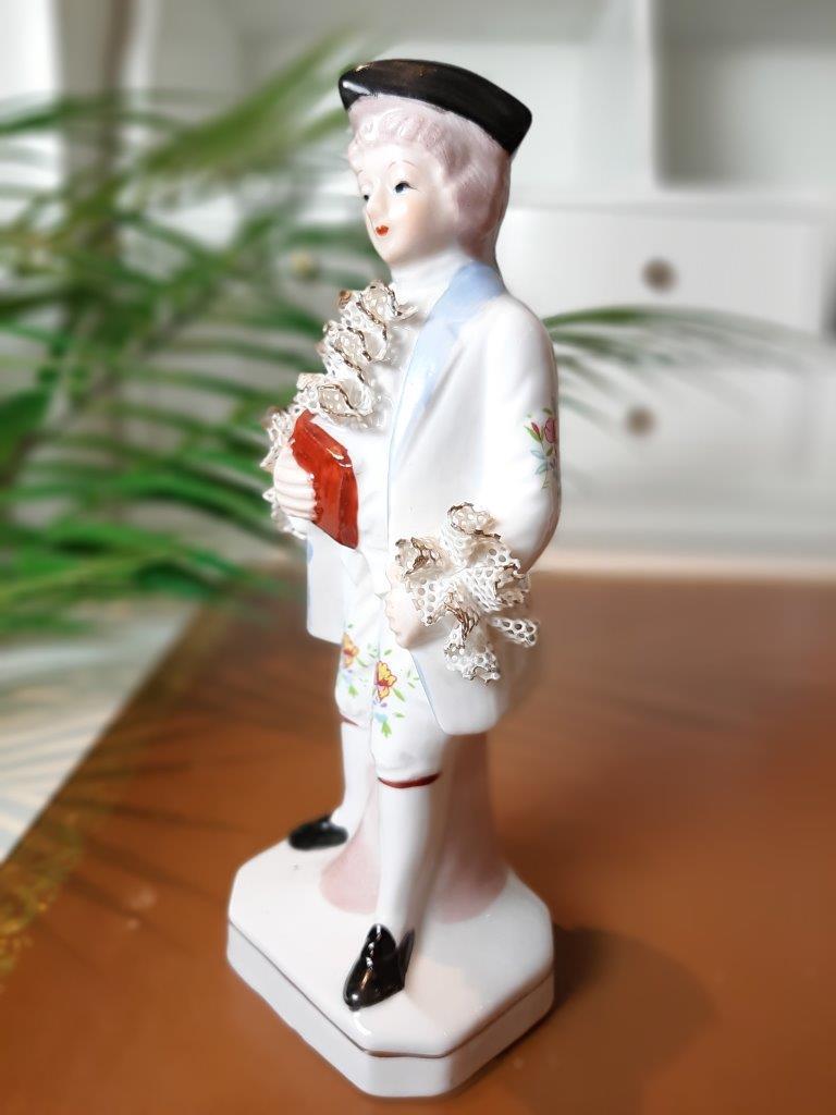 Figur aus Porzellan