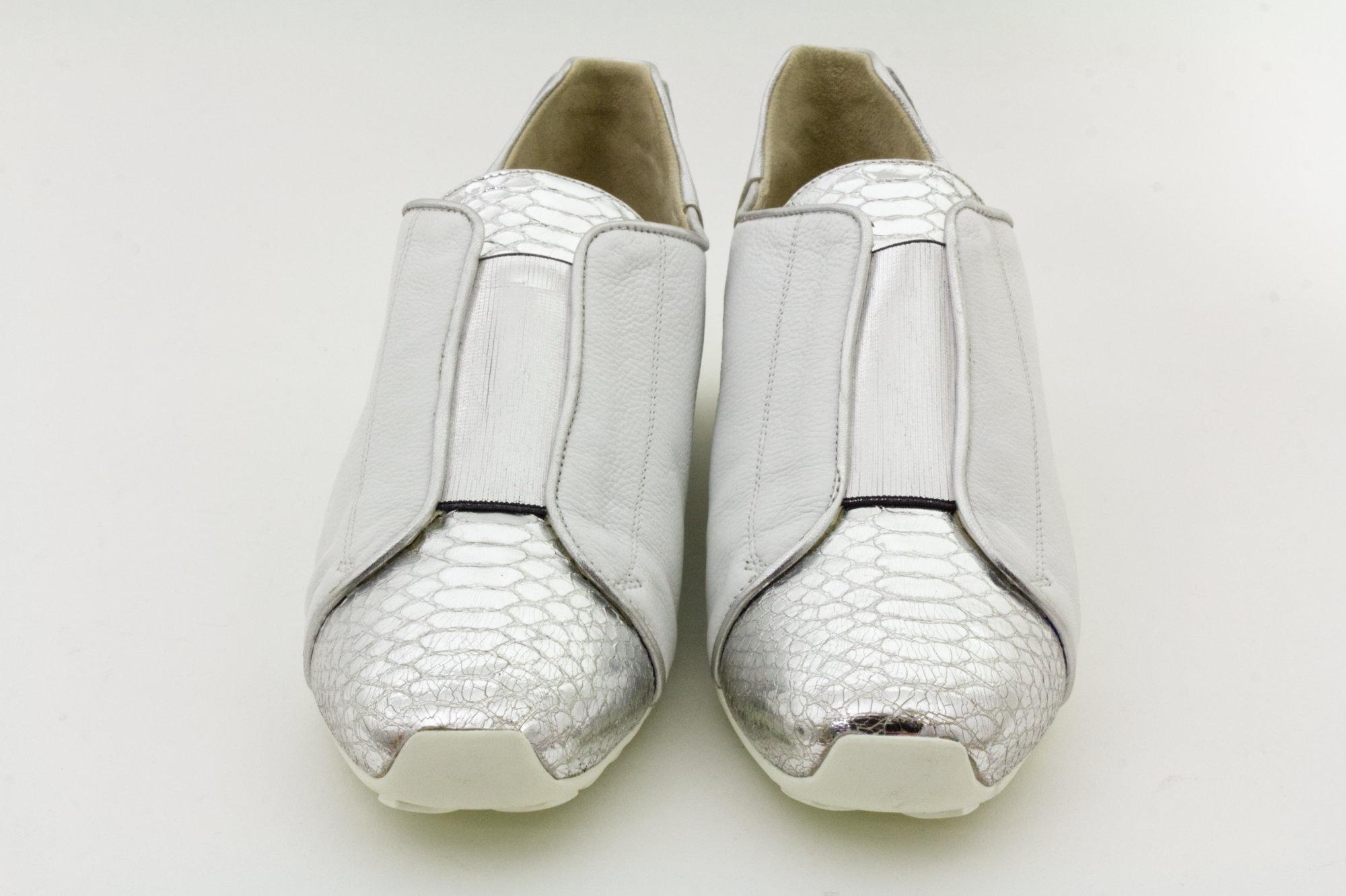 Mania Damen Schuh in Weiss, in Größe Nr.39 von vorne gesehen