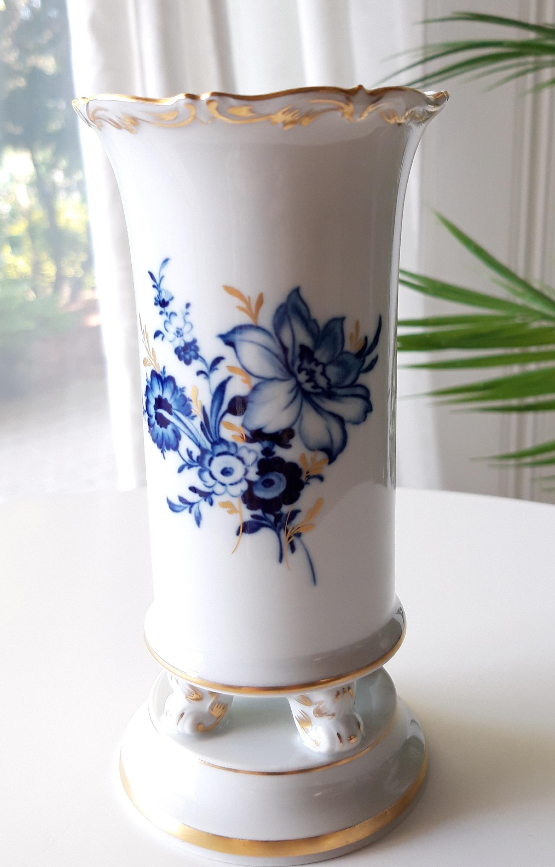Meissen Vase auf Füßchen