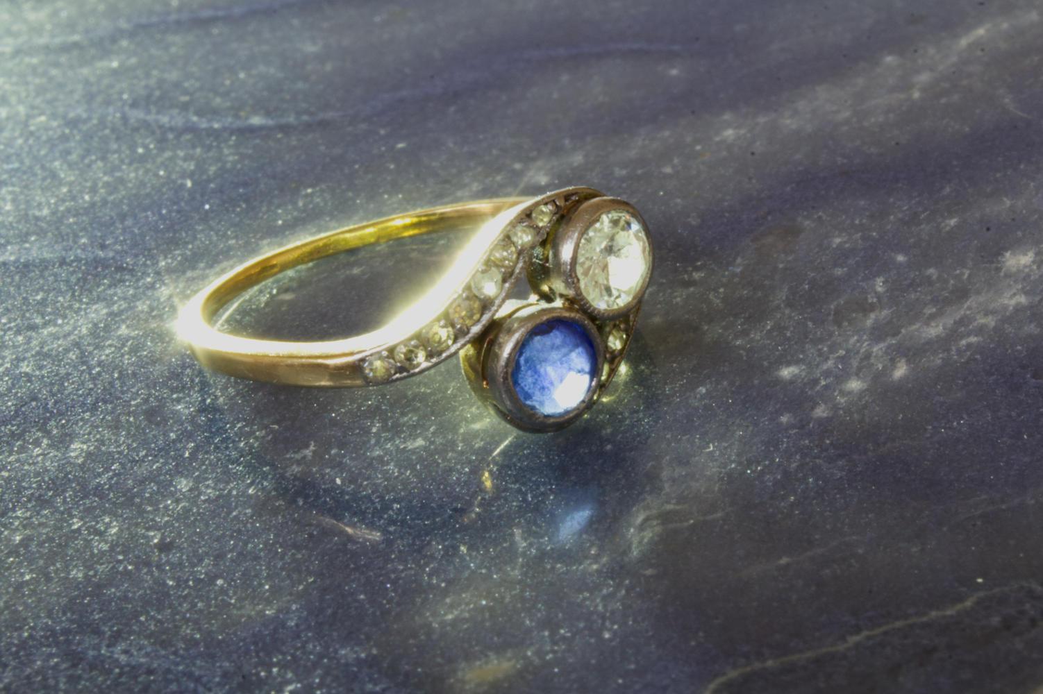 Ring antik mit Saphir und Brillanten