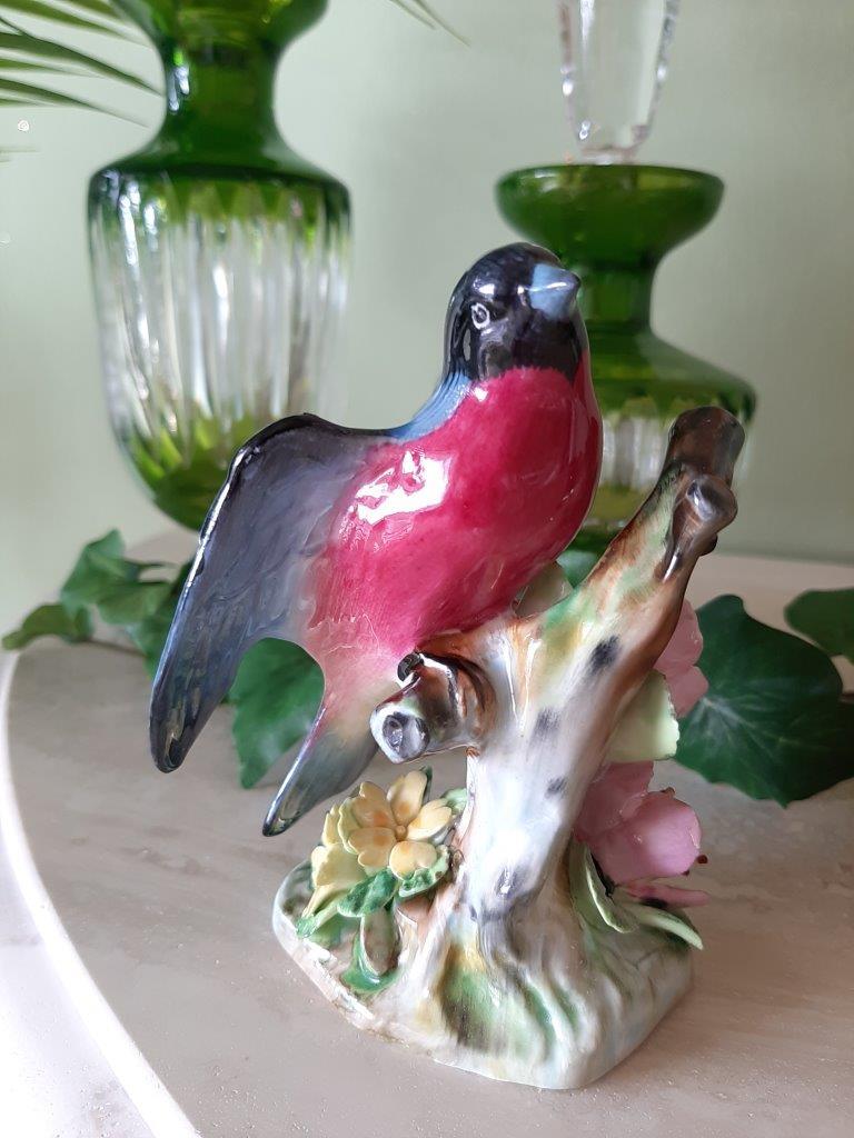 Bullfink Porzellan Figur