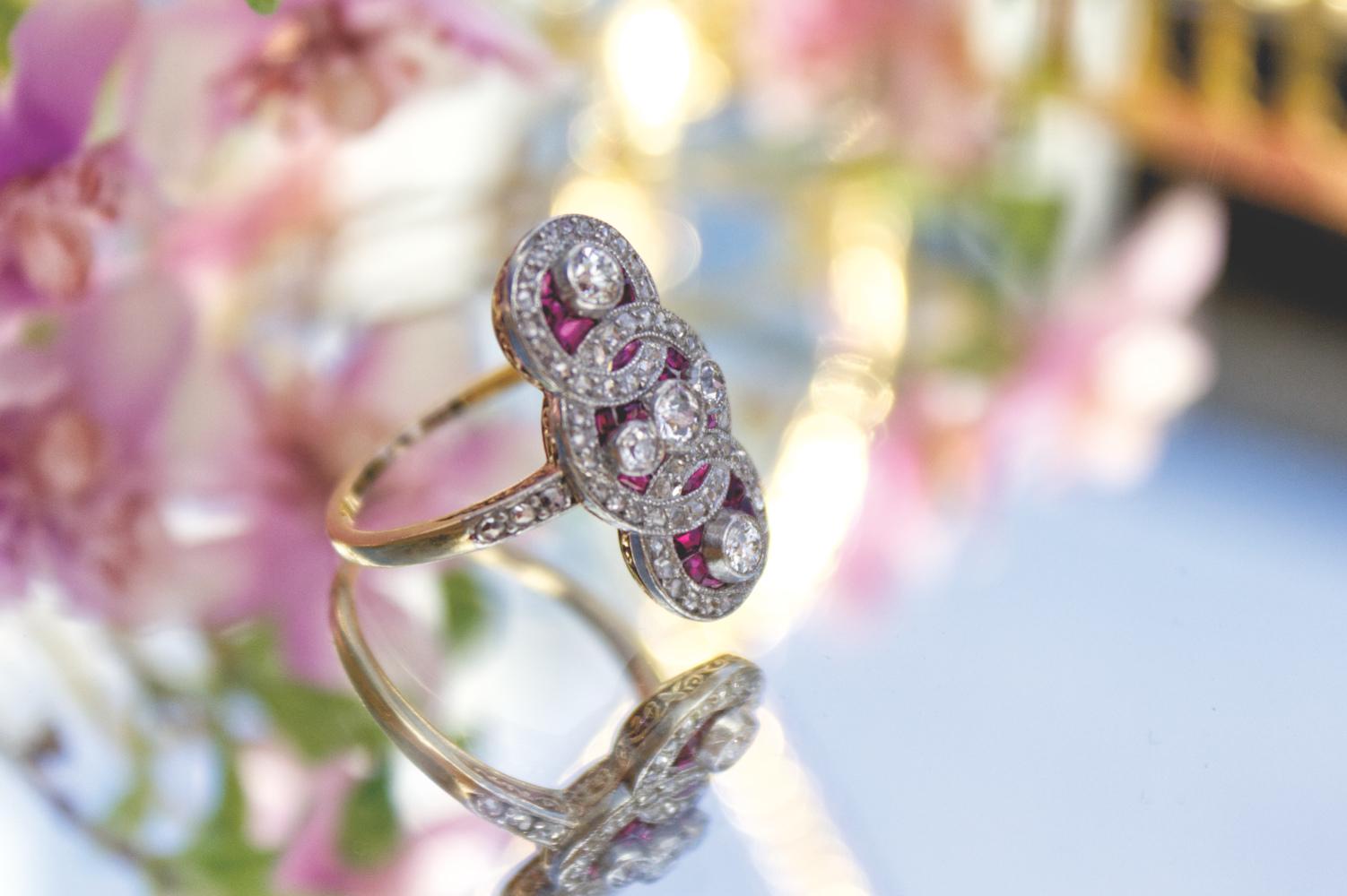 Jugendstil-Ring mit Brillanten und Rubinen