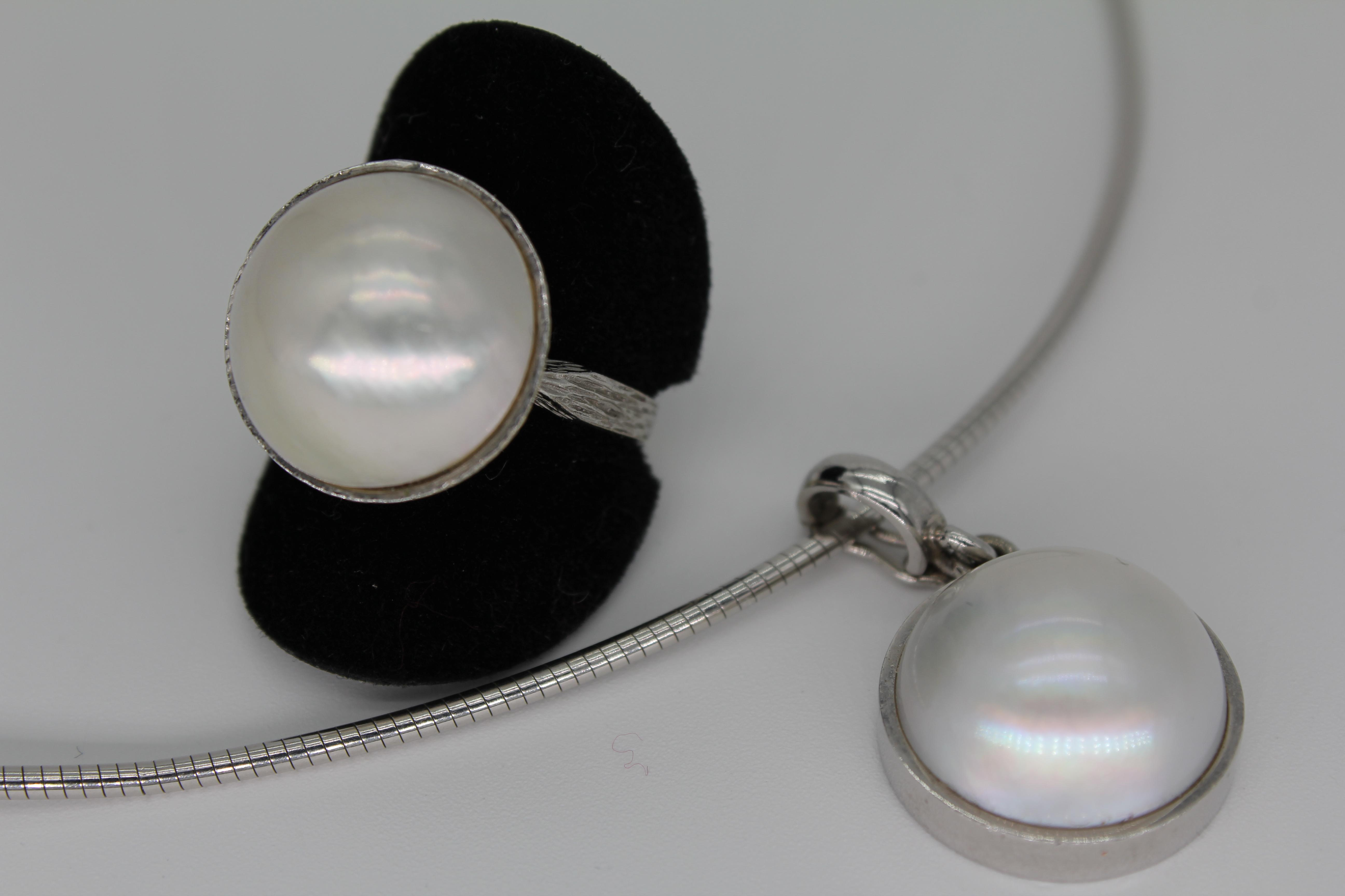 Halsreif und Ring mit Perle