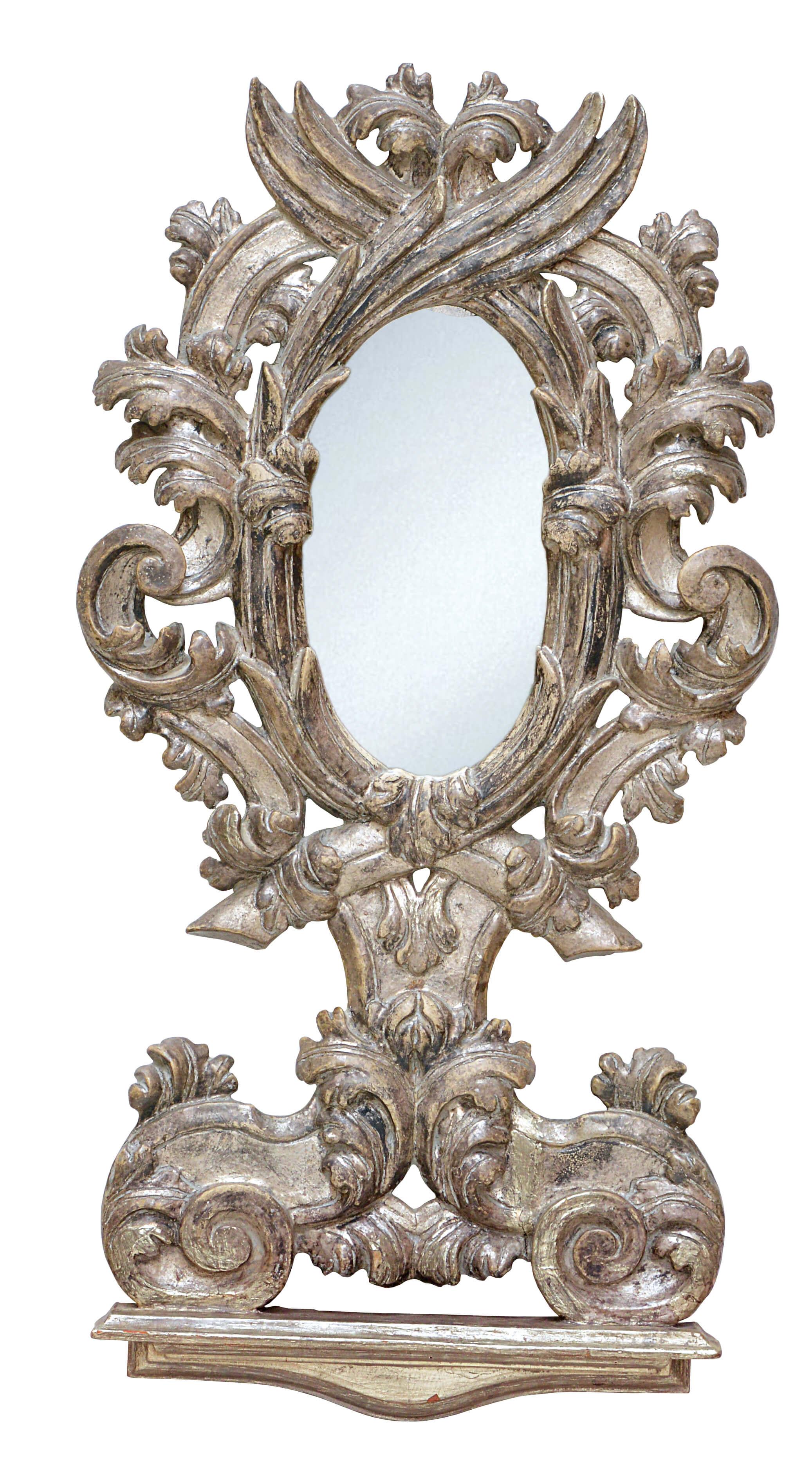 Antikes Spiegelpaar KAMILLA ist eine echte Antiquität aus dem 19. Jhdt. Einem Kunstwerk gleich schenkt der handgeschnitzte Rahmen mit detailreichem Blattwerk ihrem Flur oder Ihrer Diele einen besonderen Blickfang.