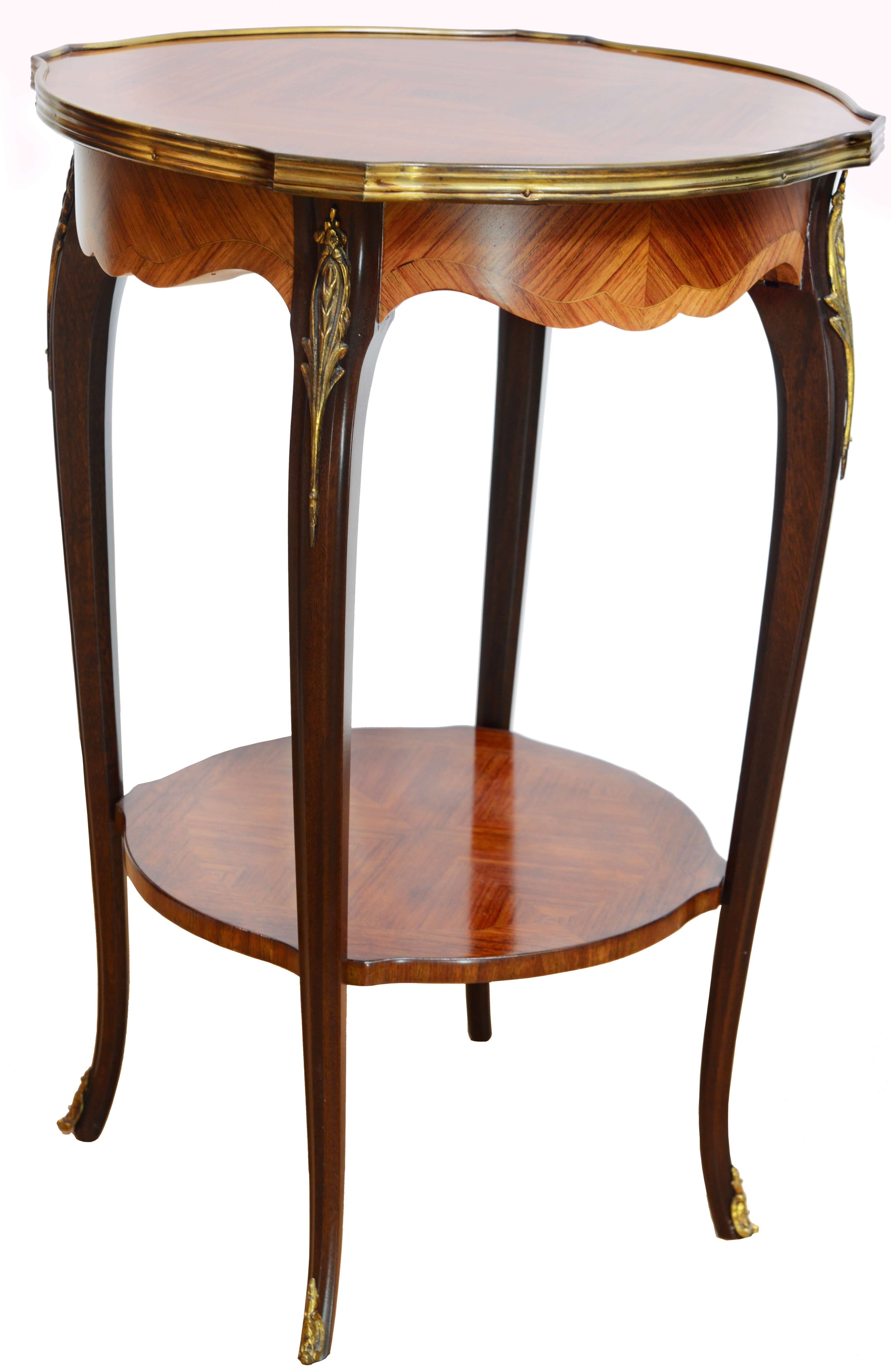 Der Guéridon VALENTIN aus Rosenholz mit Intarsien, ist ein Klassiker im Stile des Louis XV aus zweiter Hand, den Sie nun zu einem erschwinglichen Preis restauriert erstehen können. Hochwertiges aus zweiter Hand bei Phönix Schöner Leben