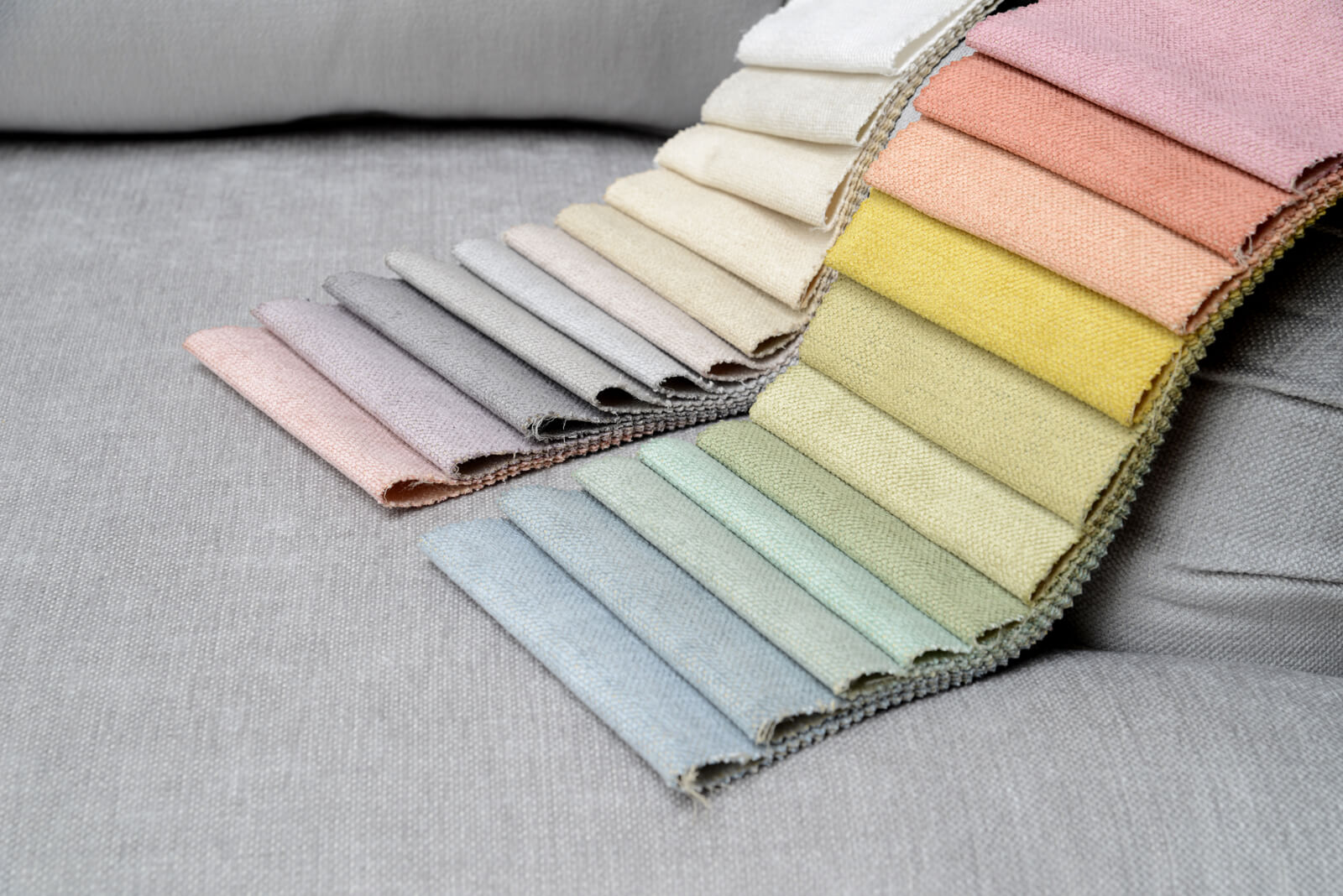Sofa_Pastelltoene-Stoffe